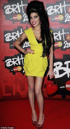 amy winehouse yellow dress - Pesquisa Google