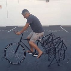 This Strandbeest Bike Looks Like A (Fun) Nightmare – – En Güncel Araba Resimleri New Memes, Funny Memes, Velo Retro, Mean Humor, Cool Inventions, Tricycle, Super Funny, Tumblr Funny, I Laughed