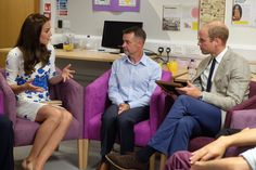 """Kensington Palace on Twitter: """"TRH hear about the incredibly supportive bereavement service offered by @KeechHospice and receive two memory jars"""