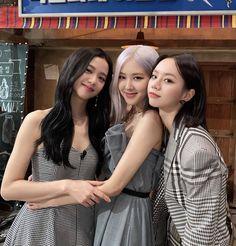 Yg Entertainment, South Korean Girls, Korean Girl Groups, Friend Poses Photography, Korean Best Friends, Hyeri, Blackpink Photos, Blackpink Fashion, Cute Friends