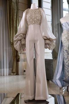 Rami Al Ali Frühjahr/Sommer 2018 Paris Haute Couture Rami Al Ali, Stylish Dresses, Elegant Dresses, Beautiful Dresses, Muslim Fashion, Hijab Fashion, Fashion Dresses, Mode Turban, Valentino Couture