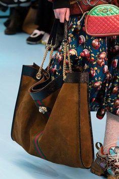 95ebfeb194d172 Handbags : Le nuove borse dell'Autunno Inverno 2018 2019 sono già qui, ve  le mostriamo…