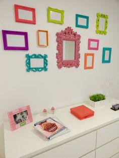 Hoje irei falar das Molduras de gesso ou Molduras vazadas, estão super em alta no mundo da decoração. Elas são bem vindas a salas, quartos, cozinha e até mesmo para quarto de bebês ... Aquela parece sem graça e sem vida, pode ficar lindaaaa com essa dica ;) #meudocelar #decorandocommolduras #amodecoraçao #decor #love <3