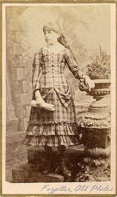 Antique photo/dress