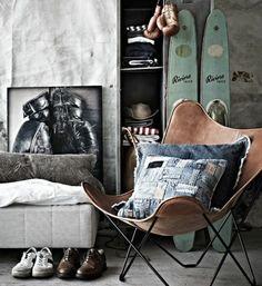 chambre d'ado garçon, intérieur chic de style industriel, chaise butterfly en cuir