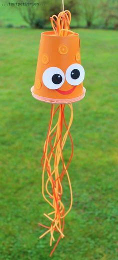 Petite pieuvre, recyclage d' un gobelet Mc Donalds et fils scoubidous. www.toutpetitrien.ch / fleurysylvie #bricolage #enfant #octopus