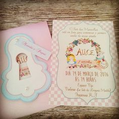 Convite Alice no País das Maravilhas Alice In Wonderland Invitations, Alice In Wonderland Tea Party, Holidays And Events, Party Invitations, First Birthdays, Party Time, Birthday Parties, Maria Alice, Glamour