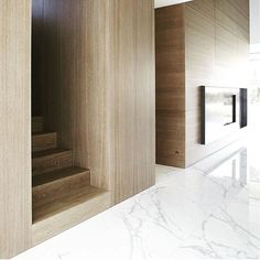 Favourite materials @michellemareedesign. #statuario #marble #oak #woodwalls #stairs #entrance #homedesign #interiordesign #interiors #design #detail #light #luxuryliving #beautifulspaces #beautifulhomes #michellemareedesign by michellemareedesign