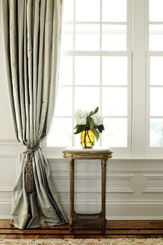 If anything of excellence to a window or a vain are the curtains. Since the window is dressed with blinds or fine curtains, curtains give elegant and warm spot Interior Design Curtains, Interior Decorating, French Interior, French Decor, Bohinj, Window Styles, Window Coverings, Window Treatments, Elegant Homes