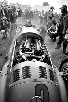 Silver Arrow Grand Prix car built by Mercedes-Benz. Grand Prix, Mercedes Benz, Automobile, Muscle Cars, Classic Race Cars, Daimler Benz, Classic Motors, Vintage Race Car, Classic Mercedes