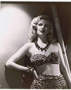 Dolores Moran in leopard with bamboo- how to do cave woman Old Hollywood Glamour, Golden Age Of Hollywood, Vintage Hollywood, Classic Hollywood, Vintage Beauty, Vintage Fashion, Vintage Glamour, Vintage Girls, Vintage Black