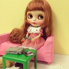 .@bitbitbird | Hi mom, could you get me a TV? #blythe | Webstagram