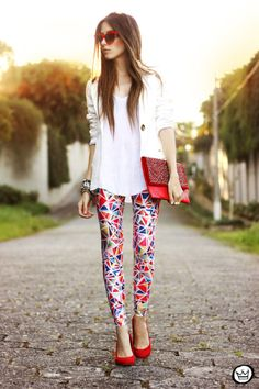 Love this outfit and how the leggings are the statement piece