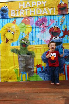 Simple and affordable Sesame Street birthday party ideas for a toddler. Toddler birthday inspiration. TheMomCreative.com #birthday #party #toddler #mom