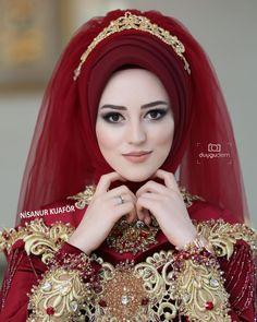 Güzel Source by Muslimah Wedding Dress, Hijab Style Dress, Muslim Wedding Dresses, Muslim Brides, Muslim Dress, Bridal Dresses, Hijab Chic, Muslim Girls, Beautiful Hijab Girl