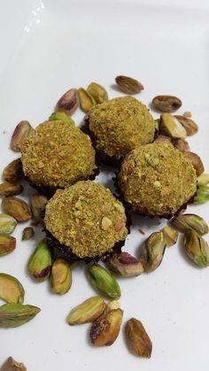 Brigadeiro Gourmet de pistachio. Pistachio's Gourmet Brigadeiro.