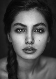 Beautiful pictures Black And White Photography Portraits, Self Portrait Photography, Face Photography, Black And White Portraits, Photography Women, Female Portrait, Portrait Art, Pencil Portrait, Face Drawing Reference