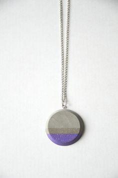 Collier avec pendentif cercle en béton et sa chaînette argentée