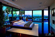 Das Männer-Magazin GQ hat diese Villa in Beverly Hills zum Traumhaus des Jahres erklärt. Tatsächlich ist die 1201 Laurel Way Residence auf rund 11'000 Quadratmeter eine architektonische Meisterleistung, die keine Wünsche offen lässt.
