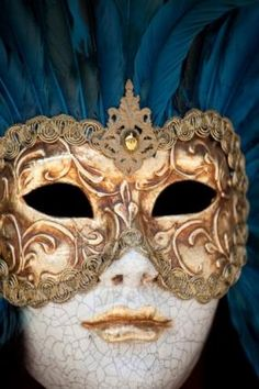 One of my dreams is to go to Carneval in venice :) This mask is so beautiful