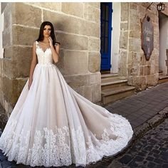 "573 Likes, 1 Comments - Sugar Weddings & Parties (@sugarweddings) on Instagram: ""Ditch the regular white for this cappuccino dress by @crystal_eleonor #weddingdress #whitewedding…"""