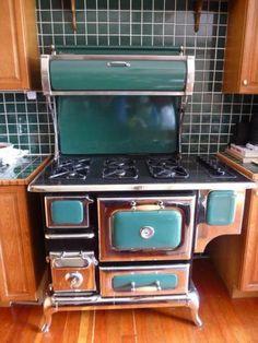 Vintage stove - gas wantttttt its soooo cute