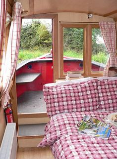 Free to venture.: Narrow-boat interior and exterior ideas Small Space Living, Tiny Living, Small Spaces, Gypsy Living, Compact Living, Open Spaces, Barge Interior, Interior And Exterior, Interior Ideas