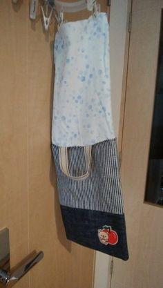 初心者でも簡単!型紙なしレッスンバッグ(絵本&図書バッグ)と上履き入れの作り方☆切り替えとマチ付きのシンプルデザインで男の子でも女の子でもOK![裁断イメージ無料ダウンロード] | ひらめき工作室 Sewing Leather, Patchwork Bags, Couture, Learn To Sew, Upcycle, Apron, Sewing Projects, Tote Bag, Pattern