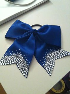 This is soooo cute! Maybe we could do a glitter gradient in black on red...?