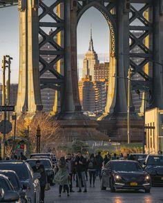 Beautiful sunset action in DUMBO, Brooklyn by Evan @evmeyerphoto #picturesofnewyork