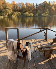 Best Selfies, Season Of The Witch, Lake Cabins, Autumn Aesthetic, Cabins In The Woods, Nature Images, Lake Life, Aesthetic Pictures, Beautiful Places