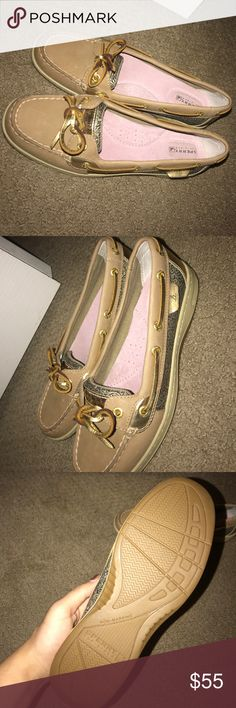 SPERRYS    size 7 never worn them Sperry Shoes Flats & Loafers
