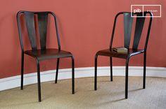 Questa sedia in metallo verniciato a mano ha un effetto leggermente recuperato, che le conferisce uno stile incompiuto.