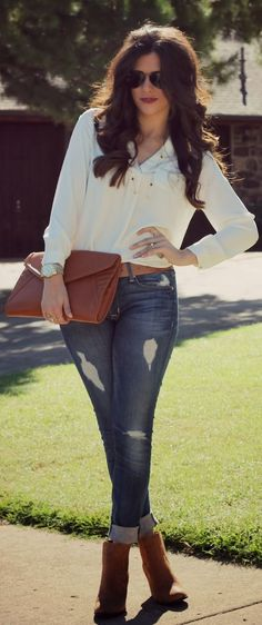 Spring or Fall - street style - skinny jeans + white top + brown low calf boots + brown clutch + brown belt