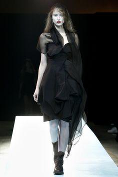 Yohji Yamamoto Spring 2011 Ready-to-Wear Fashion Show - Fabiana Mayer (MARILYN)