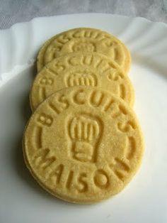 """La Recette des """"Shortbreads absolument parfaits !"""" : 123SBF soit 100g de Sucre, 200g de Beurre, 300g de Farine. Le tout pdt 30mn à 150°c. Desserts With Biscuits, No Cook Desserts, Cookie Desserts, Cookie Recipes, Dessert Recipes, Fun Easy Recipes, Sweet Recipes, Tea Biscuits, Shortbread Biscuits"""