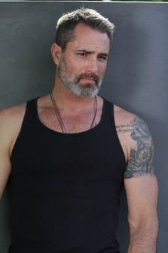 Victor Webster: another actor at he would be far more suitable as Jack Reacher than tiddly Tom Cruise Silver Foxes Men, Oscar 2017, Handsome Older Men, Victor Webster, Hot Guys Tattoos, Great Beards, Beard Styles For Men, Bear Men, Raining Men