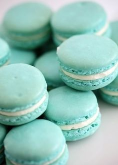 Tiffany blue, aqua, turquoise (great with teal) macaroons Blue Macaroons, French Macaroons, Macaroons Wedding, Vanilla Macaroons, Tiffany Blue, Tiffany Theme, Tiffany Wedding, Breakfast At Tiffany's, Love Is Sweet