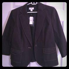 NWT 3/4 sleeve LOFT blazer NWT 3/4 sleeve LOFT blazer- very flattering lines in the back LOFT Jackets & Coats Blazers