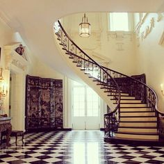 Gorgeous spiral staircase and grand foyer at Swan House in the States
