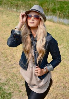 Loving this outfit and the mix of textures. Currently obsessed with leather pants/leggings... @Cara Van Brocklin