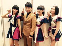 "Perfume_Staff on Twitter: ""「MUSIC STATION SUPER LIVE 2015」ご覧いただきました皆さま、ありがとうございました!生放送終了後に楽屋前で星野源さんとPerfumeでパシャリ☆メリークリスマス☆#prfm https://t.co/6UOiwt4InU"""