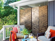 This designer-inspired privacy screen adds graphic impact and chic separation to this urban patio. Design by Brian Patrick Flynn