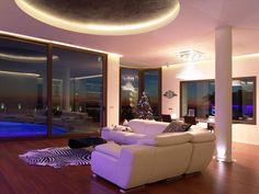 Foto de venta Benidorm, Alicante ref. Ti5034 - Google Fotos Alicante, Ceiling Lights, Home Decor, Private Pool, Modern Architecture, Chalets, Pools, Yurts, Trendy Tree