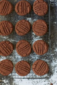 Nigella Lawson calls these simple chocolate biscuits 'Granny Boyd's biscuits' after her editor's, Eugenie Boyd, granny – who gave her the recipe. You can find the melt-in-the-mouth recipe in Paul A Yo(Baking Cookies With Kids) Chocolate Biscuit Recipe, Chocolate Biscuits, Chocolate Shortbread Cookies, Chocolate Butter, Chocolate Muffins, Mint Chocolate, Tea Cakes, Cookies Et Biscuits, Chip Cookies