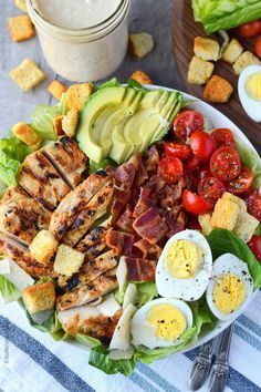 salad recipes Chicken Avocado Caesar Salad is one of our favorites for a quick and easy meal. Grilled chicken, fresh avocado, crispy bacon, tomatoes and egg slices. Tossed in a homemade creamy Caesar dressing and topped with croutons and parmesan. Healthy Meal Prep, Healthy Snacks, Healthy Eating, Healthy Recipes, Dinner Healthy, Easy Recipes, Dinner Recipes, Detox Recipes, Nutritious Meals
