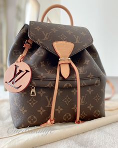 LV Montsouris PM Natural Backpack New Release 2020 : I've been looking for the perfect backpack for a long time, so when I saw that Louis Vuitton had re-released the MONTSOURIS Backpack for Fall / Winter 2020, I knew it the next bag for me! Luis Vuitton Backpack, Louis Vuitton Messenger Bag, Louis Vuitton Crossbody, Vuitton Bag, Louis Vuitton Diaper Bag, New Louis Vuitton Handbags, Luxury Purses, Luxury Bags, Louis Vuitton Makeup Bag
