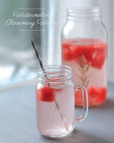 Detox Water To Lose Weight. Try these fat burning detox water recipes to lose weight and get a flat tummy. These detox water recipes are great for weight loss and fat flush, while providing a ton of health benefits! Healthy Detox, Healthy Drinks, Healthy Water, Easy Detox, Detox Foods, Rosemary Water, Flavored Water Recipes, Detox Cleanse For Weight Loss, Cleanse Detox