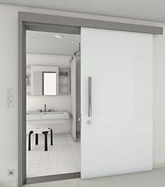 Glastüre fürs bad, die vor der wand läuft.  Zargen für Schiebetüren vor der Wand laufend