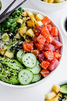 Poke Bowl Epic Sushi Bowl - the perfect date night dinner!Epic Sushi Bowl - the perfect date night dinner! Healthy Snacks, Healthy Eating, Healthy Recipes, Healthy Food Alternatives, Healthy Tuna, Paleo Meals, Plats Healthy, Tuna Poke, Ahi Poke